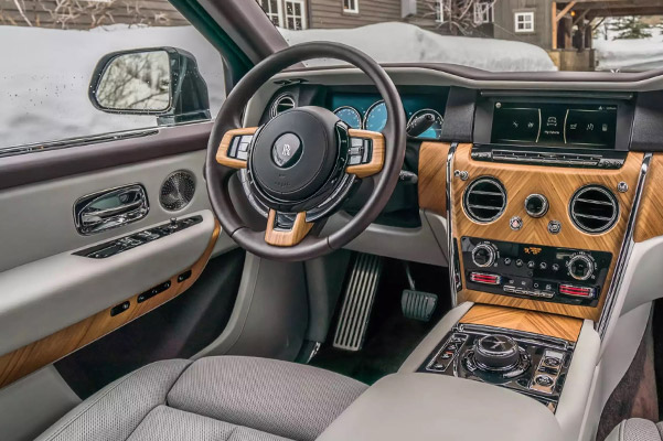 Rolls-Royce Cullinan Interior Features & Tech
